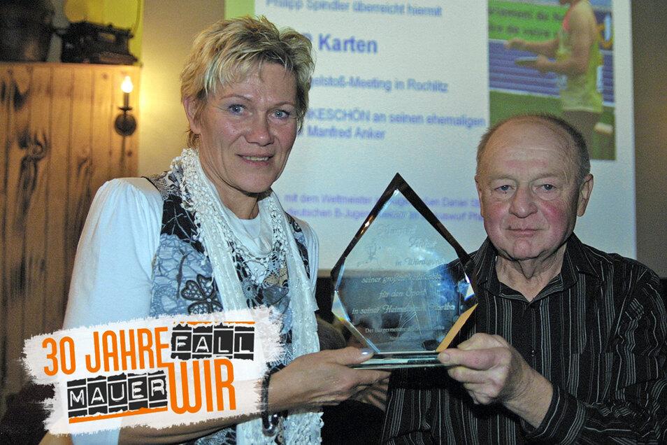 Sabine John war der erfolgreichste Schützling von Trainer Manfred Anker vom LSV 99 Hartha. Anlässlich seines 50-jährigen Trainerjubiläums trafen sich die beiden Mitte November 2011 ein letztes Mal in Hartha. Im April 2012 verstarb Manfred Anker.