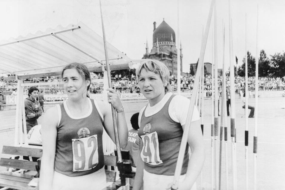 Im Heinz-Steyer-Stadion gab es auch zahlreiche Länderkämpfe: Ruth Fuchs (r.) posiert mit Kollegin Jacqueline Todten.