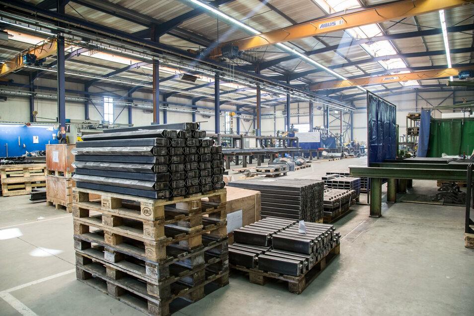 Diese zweite Werkhalle wurde 2002 neu gebaut, nachdem das Unternehmen zehn Jahre davor die Produktion in einer bereits bestehenden Halle begonnen hatte.