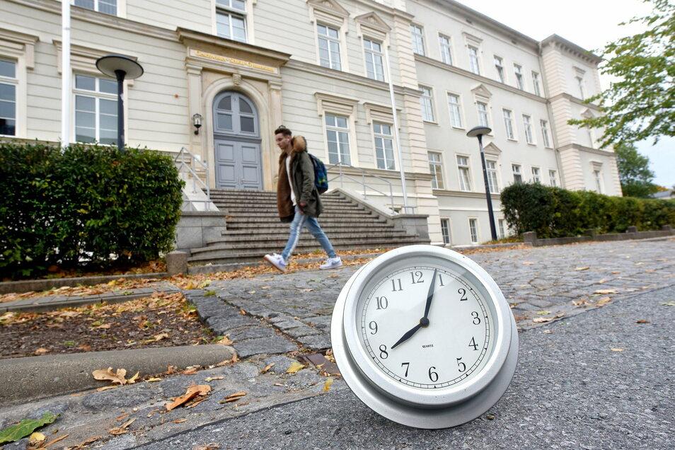 Tatsächlich: Löbaus Gymnasiasten werden künftig gegen 8 Uhr mit dem Unterricht beginnen. Auch an anderen Schulen gibt es Veränderungen.