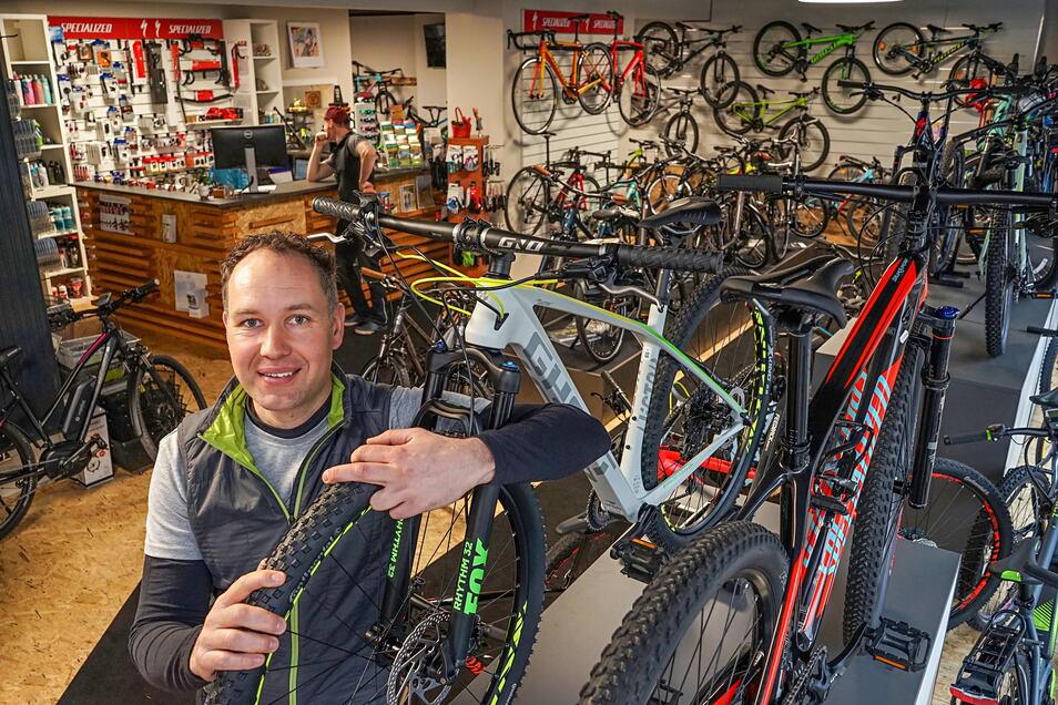 Tobias Hildebrand leitet sein Fahrradgeschäft in Schirgiswalde seit 23 Jahren.