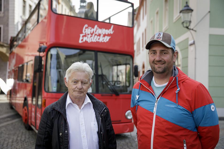 Schwarz-Reisen-Chef Patrick Schultze mit Fahrer Klaus.