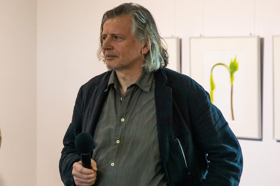 Michael Kruscha ist am 30. August 1961 in Hoyerswerda geboren worden. Er lebt in Berlin - Prenzlauer Berg unweit vom Thälmann-Park.
