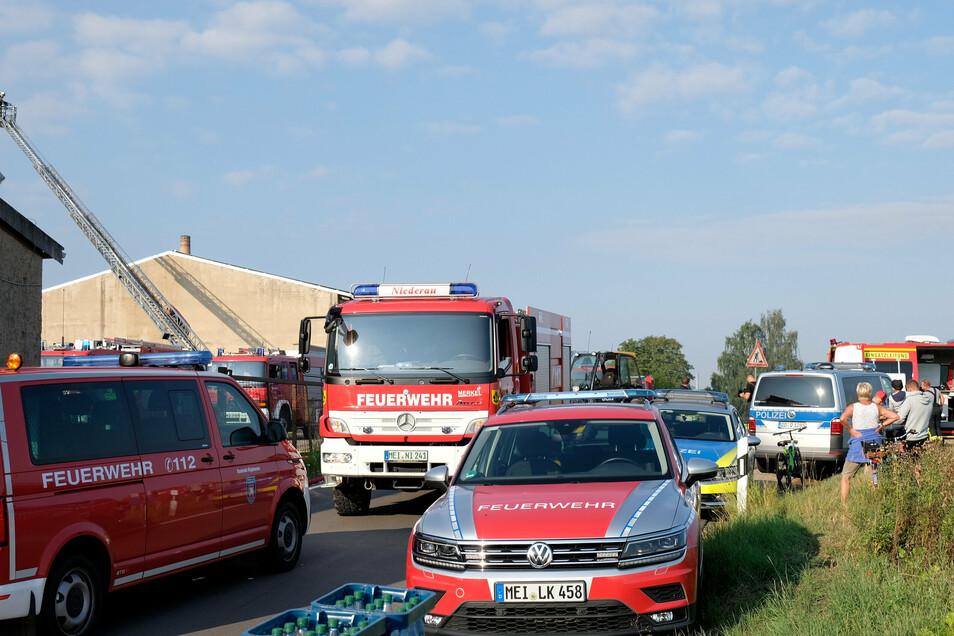 Mehrere Feuerwehren aus der Umgebung und die Polizei waren am Sonntagmorgen vor Ort.