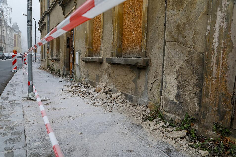 So sah es vor der Mandaustraße 2 in Zittau aus, als die Feuerwehr den Gehweg am 19. Januar provisorisch gesperrt hatte.