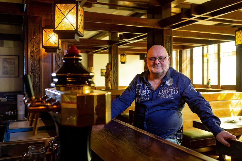 Manager Andreas Sämann (54) zu Beginn der Corona-Krise im Lugsteinstübel. Aus der Einrichtung entsteht zurzeit eine neue Bar mit exklusiven Whiskeys und Gins.
