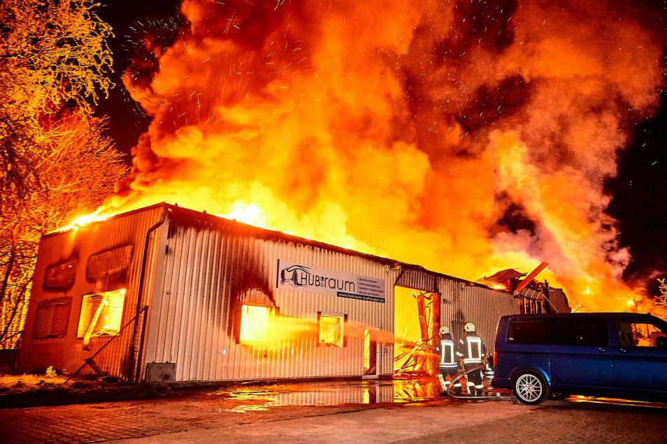 Von Büro und Werkstatt der Hubraum-Firma ist nach dem Brand am 16.April nichts mehr übrig. Auch andere Firmen auf dem Gelände auf der Breitscheidstraße verloren in dieser Nacht alles.