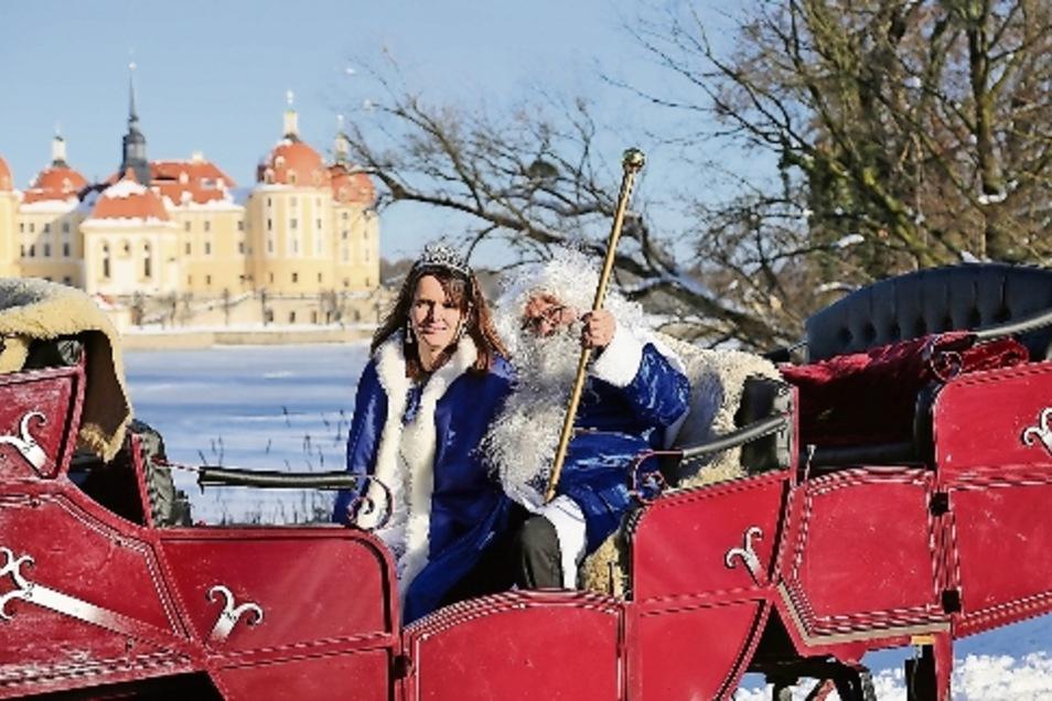 Als Großväterchen Frost zeigt Falk Döhler seinem Aschenbrödel (Clivia Kurtze) die Schönheiten der Region.