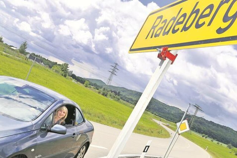 Wer auf der S 177 von Pirna nach Radeberg fahren möchte, der braucht gute Nerven. Beinahe täglich ändert sich die Verkehrsführung. Auch SZ-Reporterin Marleen Hollenbach ist auf dieser Strecke unterwegs. Mit Geduld und Konzentration. Foto: Thorsten Eckert