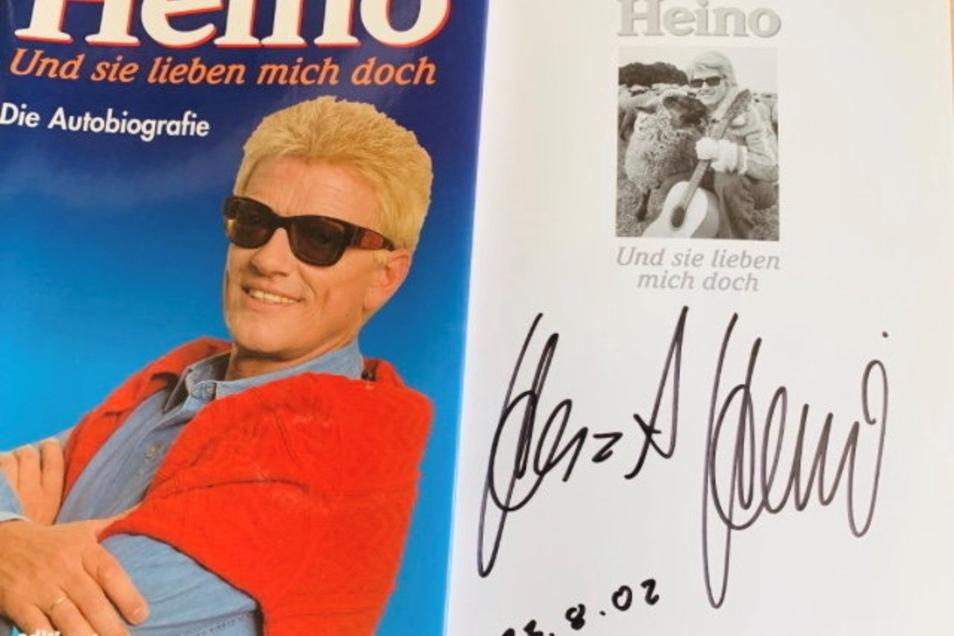 Die Autobiografie von Heino erinnert noch heute in der Redaktion an die Stunden mit ihm und seiner Frau.