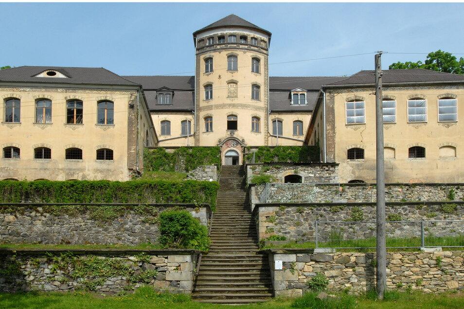 Das Hainewalder Schloss noch ohne der inzwischen wieder aufgesetzten neuen Turmhaube.