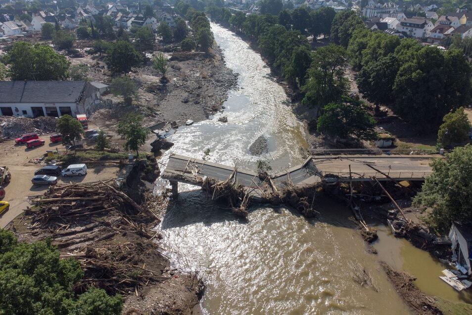 Nicht nur Brücken wurden in Ahrweiler im Juli zerstört, sondern auch viele Einrichtungen. Beim Wiederaufbau soll nun eine Spende aus Bahretal helfen.