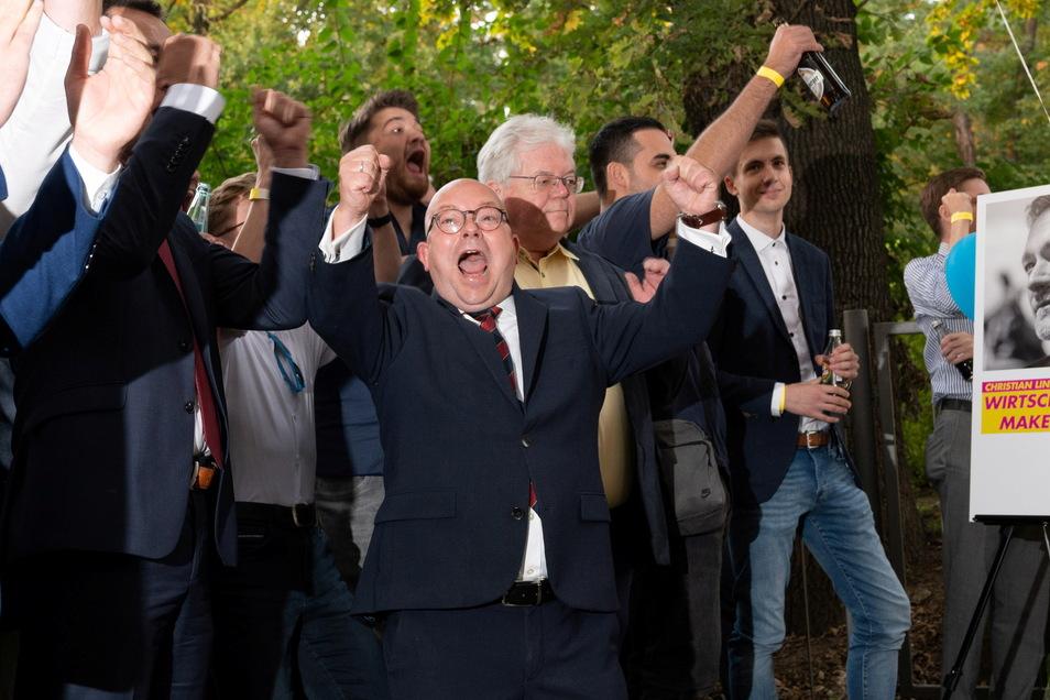 So sieht Freude über den Wahlsieg aus: Sachsens FDP-Chef Frank Müller-Rosentritt verliert für einen kurzen Augenblick die Fassung.
