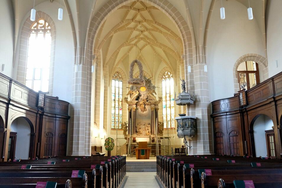 Die Gerüste werden gerade aufgebaut. Ab kommender Woche sollen die Restaurationsarbeiten am Himmelfahrtsaltar der Lommatzscher St.-Wenzel-Kirche beginnen.