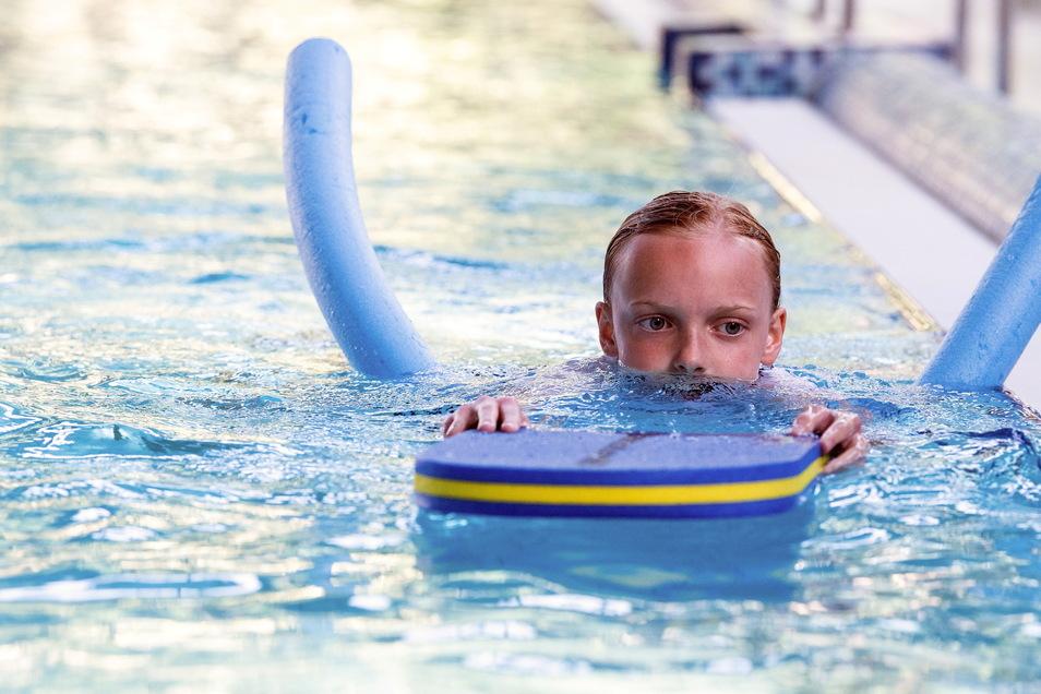 Schwimmunterricht für Kinder: Sie ziehen jetzt vorerst im Geibeltbad-Hallenbad ihre Bahnen.