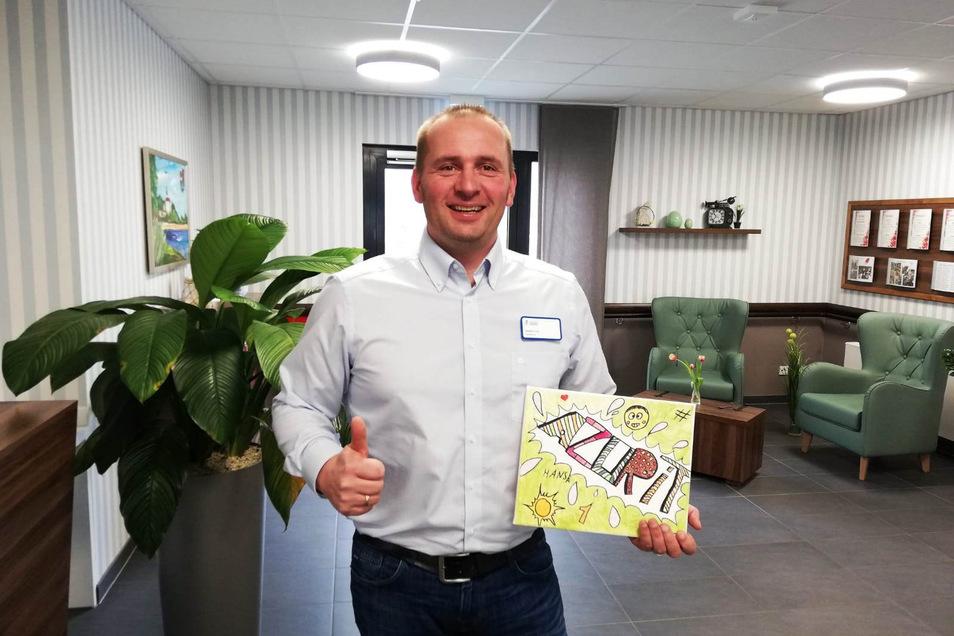 Stefan Lux ist Chef des Riesaer Azurit-Seniorenzentrums - und freut sich in Zeiten von Corona über Post für die Bewohner.