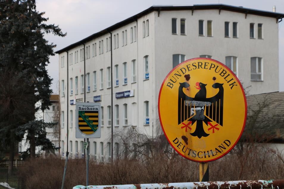 Auf dem Gelände hatte die Firma Kraftan Räume gemietet. Dort fanden Zoll, Polizei und Ordnungsamt 2018 tonnenweise Rauchtabak.