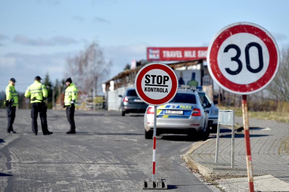 An diesem Grenzübergang in Neugersdorf durften Pendler bislang mit Genehmigungen die Grenze passieren.