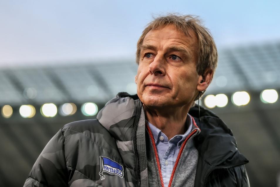 Mit Selbstkritik versucht der bsiherige Hertha-Trainer Jürgen Klinsmann seinen ramponierten Ruf zu glätten.