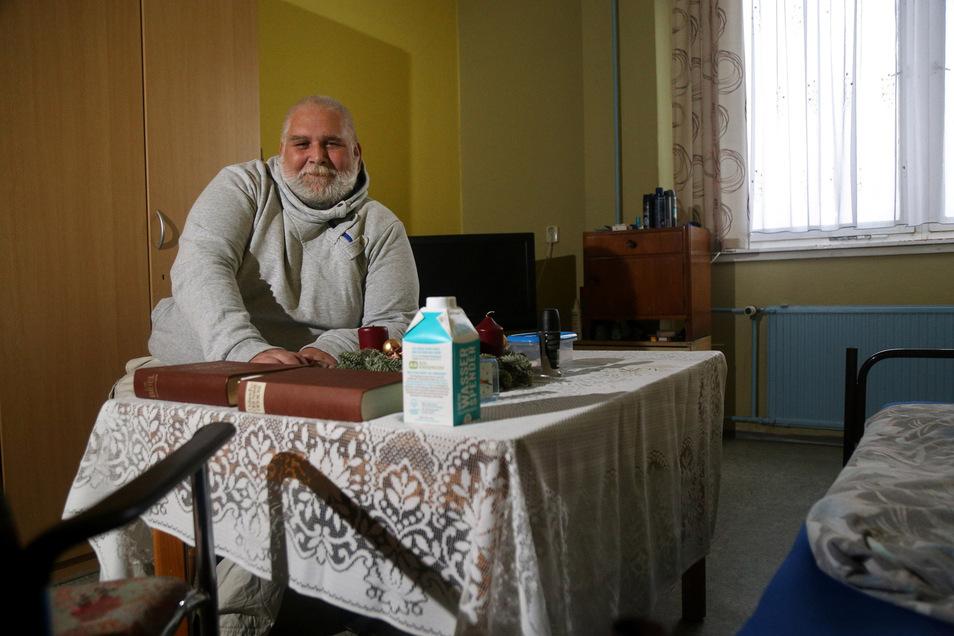 Vor drei Monaten kam Jens Schadeck ins Riesaer Obdachlosenheim, vorher campte er meistens wild. Am Mittwoch ebnete der Stadtrat den Weg für den Umzug des Heims und der Tafel in ein neues, moderneres Objekt.