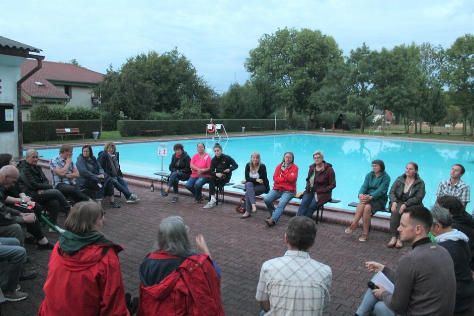 """Die Zukunft des Mewa-Bades, das Engagement der Ostritzer, die Hilfe während der Corona-Krise - bei den 1. """"Wassergesprächen"""" in Ostritz wurden viele verschiedene Themen angesprochen."""