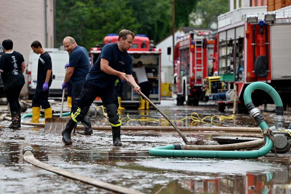 Viele Helfer unterstützen die Menschen in den Flutgebieten in Nordrhein-Westfalen und Rheinland-Pfalz bereits. Auch die Kameraden der Feuerwehren und die Mitstreiter des THW aus der Region Döbeln stehen dafür bereit.