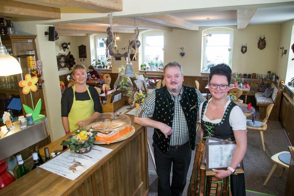 """Das Team vom """"Berggasthof"""" in Jauernick-Buschbach."""
