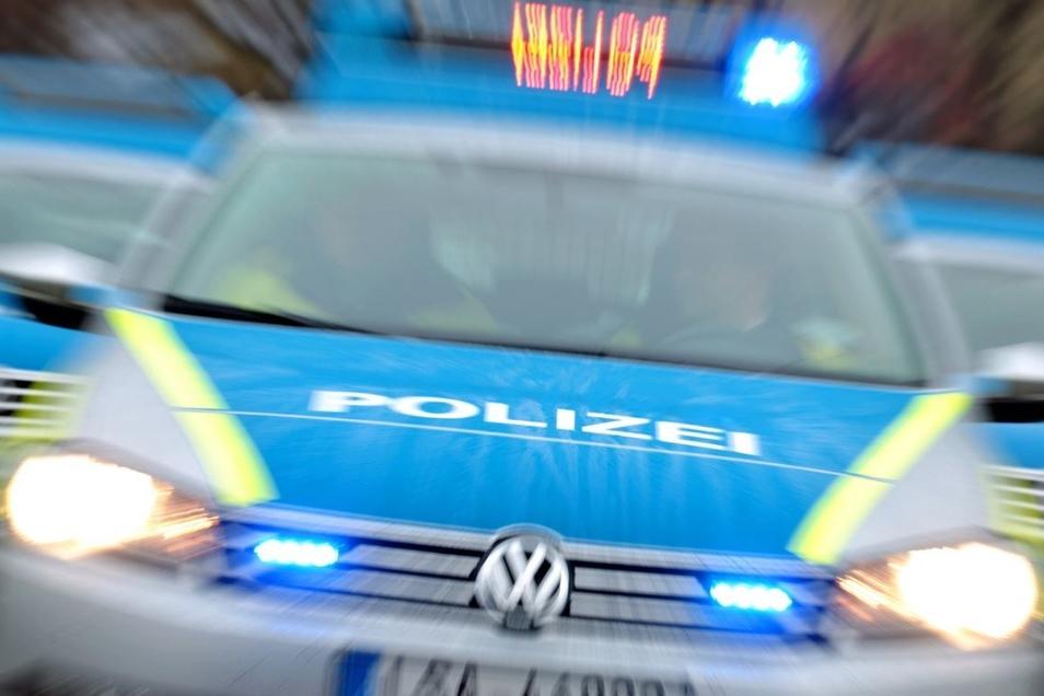 Die Polizei zog bei Bautzen aus einen Laster aus dem Verkehr. (Symbolbild)