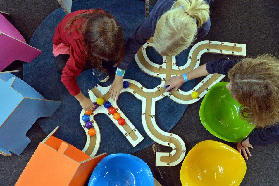 Im Hort werden Kinder bestens betreut. Hier können sie nach der Schule ihre Hausarbeiten erledigen oder mit Gleichaltrigen spielen. In Radeberg ist für mehrere Mädchen und Jungen die Betreuung ungewiss. Es fehlen Plätze.