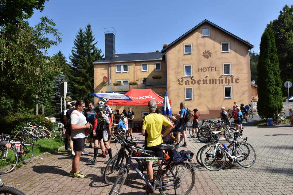 Nicht nur zur Artour zog es viele Fahrradfahrer ins Osterzgebirge. Die Müglitztalbahn konnte nicht immer alle mitnehmen.