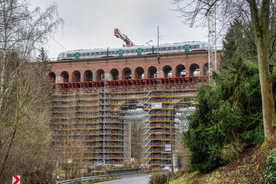 Bis Ende 2020 wird das Heiligenborner Eisenbahnviadukt zwischen Waldheim und Mittweida modernisiert. Die Natur- und Ziegelsteinflächen des 1852 erbauten Gemäuers werden grundlegend saniert und die Fahrbahnplatte erneuert. Kosten: 13 Millionen Euro.