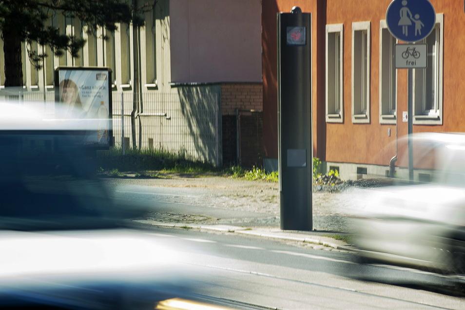 Der für die Stadt Radebeul einträglichste Blitzer ist der neue an der Meißner Straße, kurz vor dem Abzweig Forststraße. Ihn aufzustellen, hatten Bürger und Verkehrsinitiativen gefordert.
