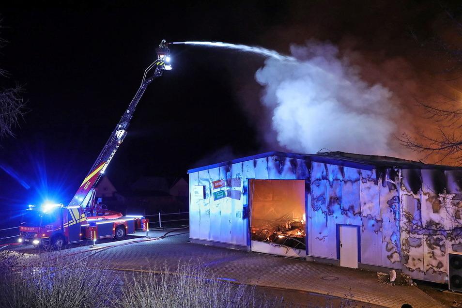 Die Feuerwehr konnte nur im Außenangriff löschen.