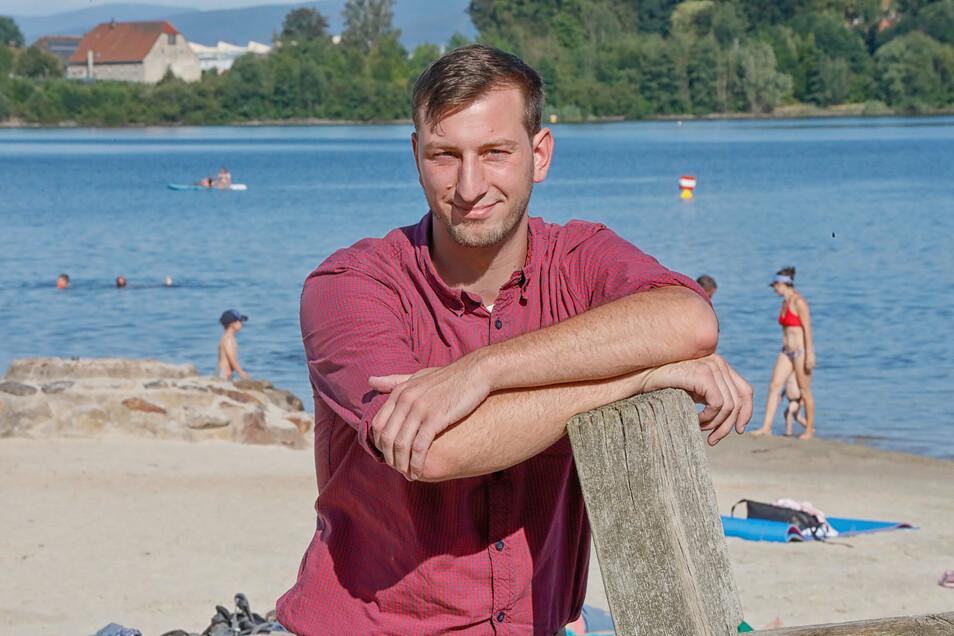 """Martin Kontek vom Zittauer DLRG-Kreisverband koordiniert den Einsatzplan der Rettungsschwimmer am See: """"Es wird immer schwieriger, die Wachen abzusichern"""", sagt er."""