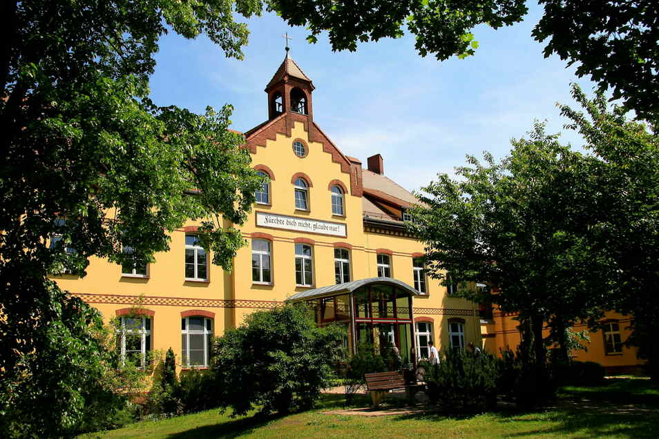 Orthopädisches Zentrum Rothenburg, hier der Haupteingang zur Orthopädie.