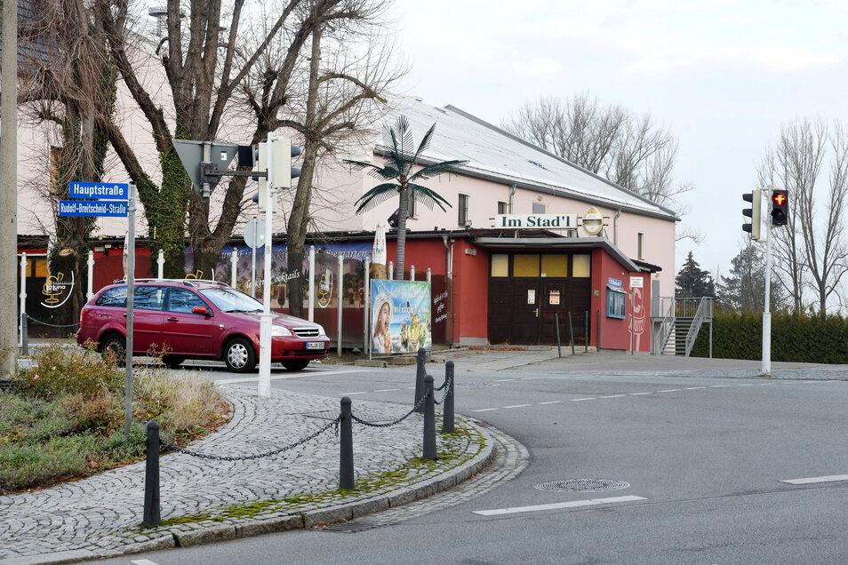 """Das """"Stadt Zittau"""" in Neugersdorf mit dem Saal-Anbau."""