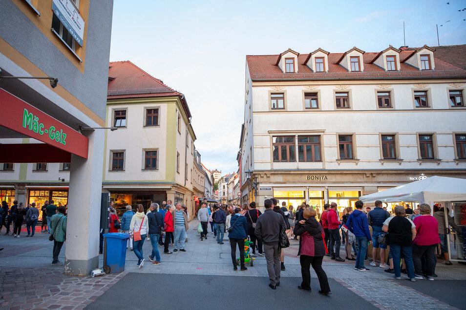 Schon in den frühen Abendstunden strömten die Besucher in die Innenstadt.