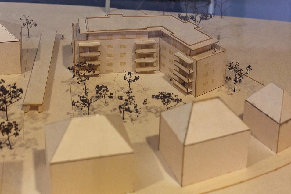 Das Modell zeigt das über Eck stehende neue Wohnhaus der GWG am Heidenauer Obergraben.