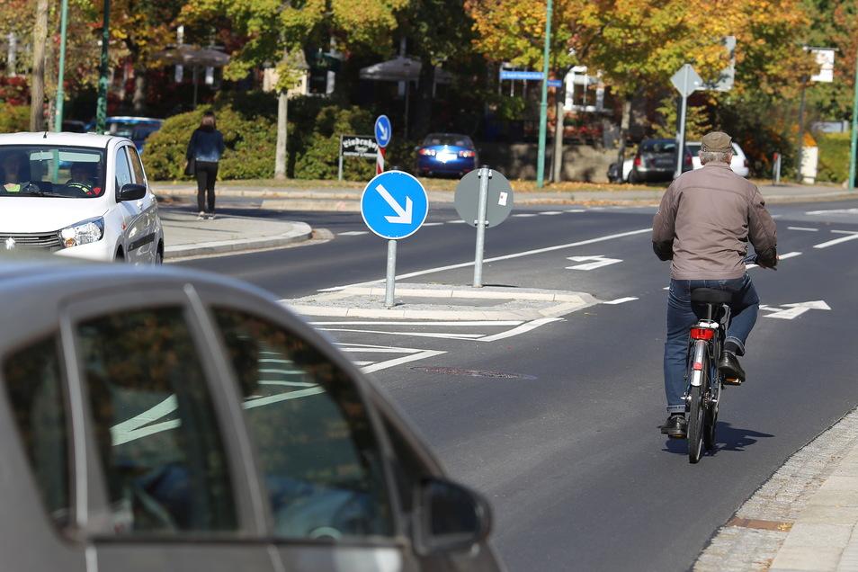 Gefährliche Engstelle für Radfahrer auf der Badstraße in Radeberg: Laut der aktuellen Umfrage wünschen sich 71 Prozent der Befragten bessere Radwege.