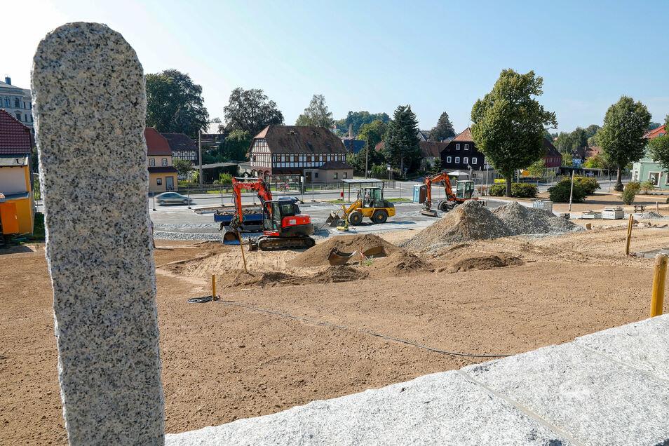 Die Arbeiten auf der Abrissfläche vom ehemaligen Kretscham gehen voran.