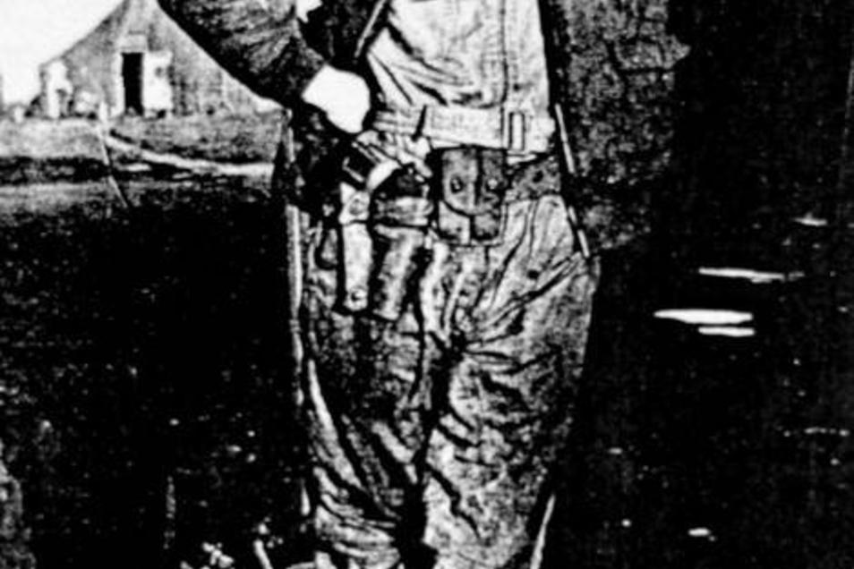 Am 17. April 1945 stieg Lieutenant John W. Paul jr. in seine B-17 (kl. Bild), um Dresden anzugreifen. Die Aufnahmen entstanden kurz vor dem Start auf dem Flugfeld der 92.Bombergruppe in Podington, England. Fotos: privat/Sammlung Schildbach (2), K.-L. Ober