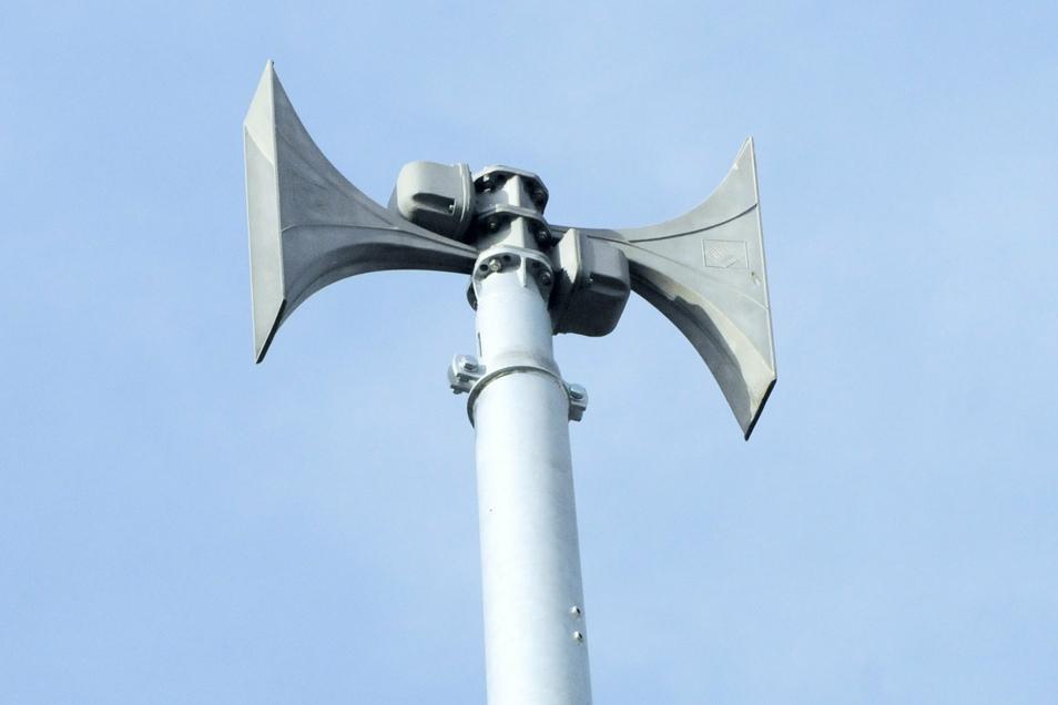 Moderne Signalanlagen sind an mehreren Orten in Radeberg installiert. Insgesamt gibt es 14 Sirenen in der Stadt.