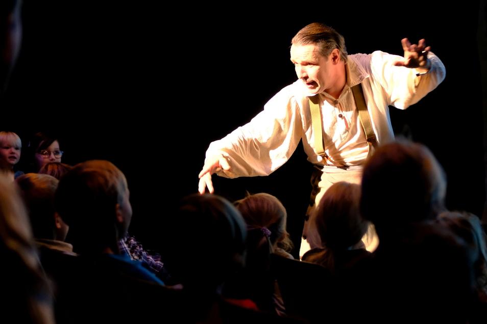 """Tim Schreiber zeigt am 23. Juli """"Funny Fears - Odyssee eines Clowns"""" beim Großenhainer Kultur-Sommer auf der Festwiese."""