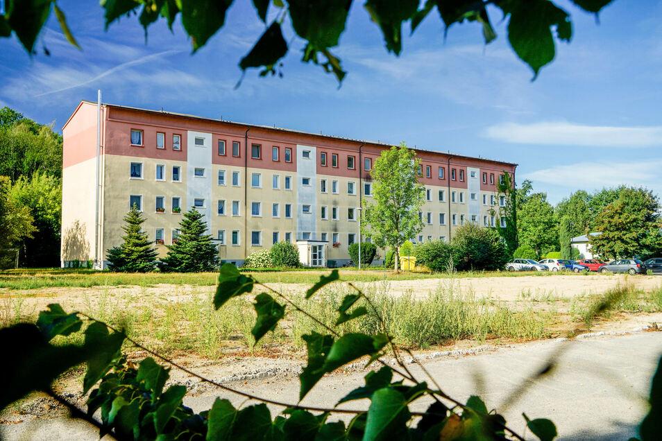 Diesen Block mit 32 Wohnungen in Großdrebnitz will die städtische Wohnungswirtschaft verkaufen.