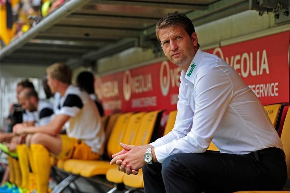 Nach der Beurlaubung von Peter Pacult ist Sportdirektor Steffen Menze vorläufig der neue Trainer.