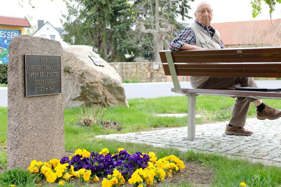 Klaus-Reiner Wittig pflegte das Denkmal für die Opfer des Zweiten Weltkrieges in Jessen. Auch sein Vater kam nicht aus dem Krieg zurück.