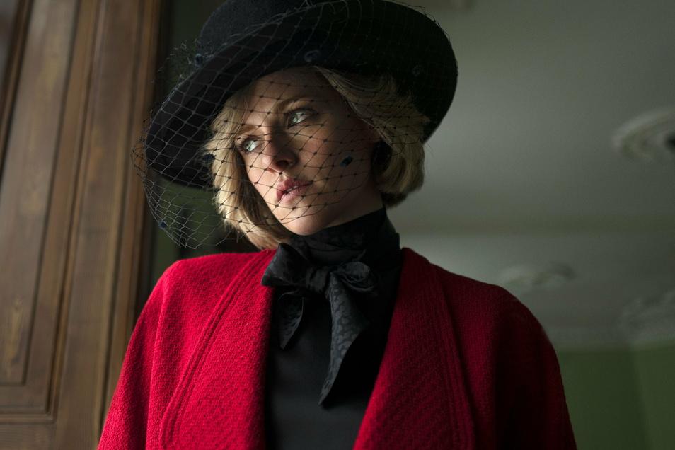 """Schauspielerin Kristen Stewart als Prinzessin Diana in einer Szene des Films """"Spencer"""". Die Dreharbeiten unter Regie von Larrain sind jetzt angelaufen."""