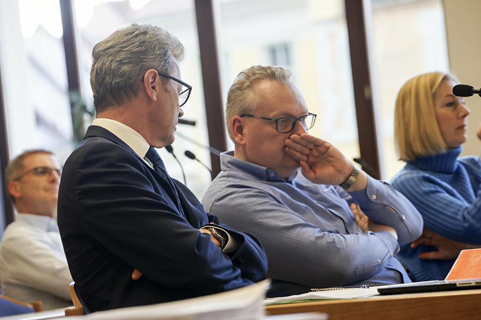 CDU-Fraktionschef Rolf-Alexander Scholze (l.) und Stadtrat Dirk Lübke im Gespräch bei einer der vergangenen Sitzungen des Bautzener Stadtrates: Die CDU-Fraktion hat Lübke nun aus der Fraktion ausgeschlossen.