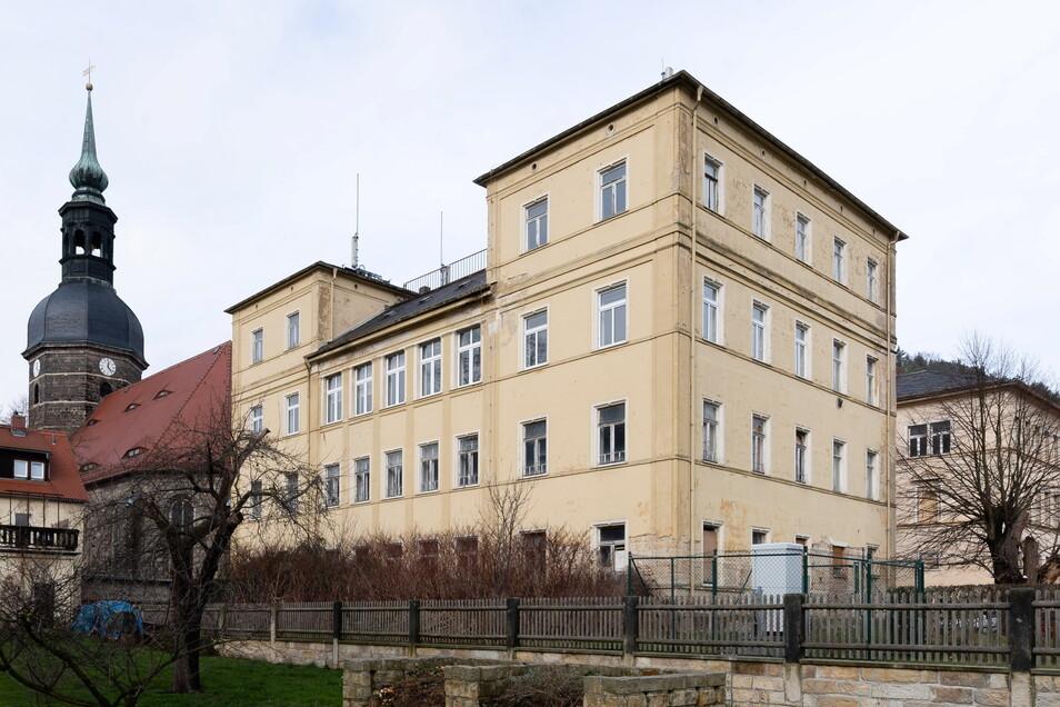 Das alte Gymnasium steht seit Jahren leer. Hier soll das World Life Center entstehen.