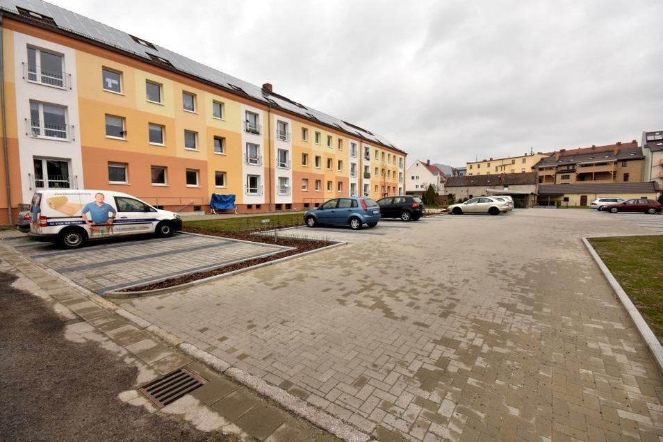 Hinter dem Dreigeschosser Heinrich-Heine-Straße 1 konnte 2019 ein neuer Parkplatz die Stellplatznot lindern.